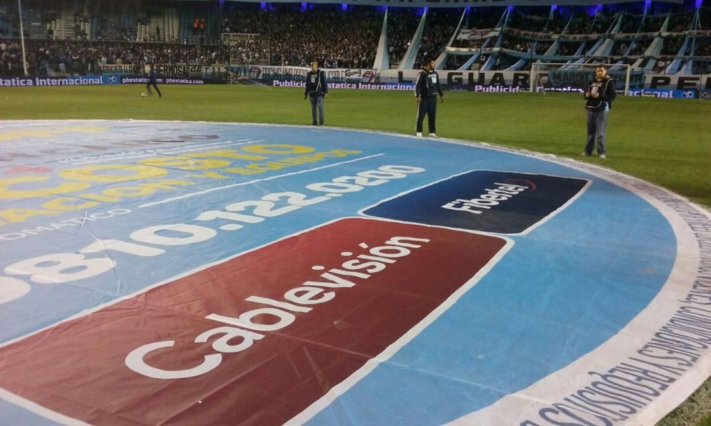 Activación lona y entretiempo de campañas combos de Cablevision Fiberlel en estadios